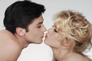 """Brigitte Bardot a Alain Delon en su cumpleaños: """"Te amo 80 veces"""""""