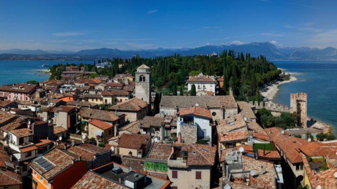 Cómo es vivir en algunas de las ciudades con más vacaciones del mundo