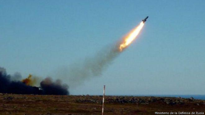 Un misil defectuoso ruso impacta un edificio de apartamentos en el Ártico