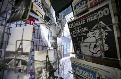 """El periódico vaticano califica de """"penosa"""" portada del semanario """"Charlie Hebdo"""""""