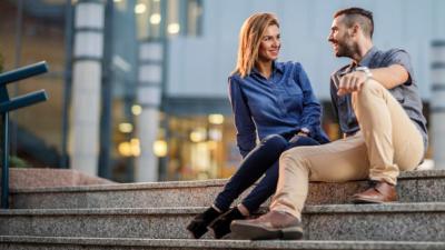 Cuando conversamos con alguien que nos gusta nuestra voz cambia, revela estudio
