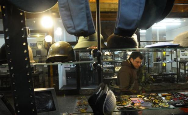 Dueño del comercio de Montevideo acusado de vender artículos nazis se defiende