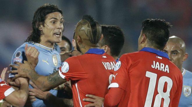 Uruguay sancionado por la FIFA por cantos homofóbicos; 20 mil dólares de multa