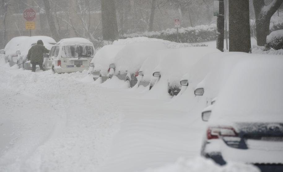 Imponente tormenta de nieve sepulta al este de EE.UU.