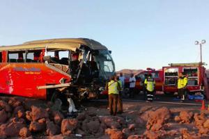 6 muertos y 7 heridos graves en violento choque entre bus y camiones en Chile