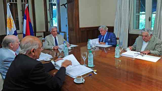 Vázquez y expresidentes analizan posible existencia de petróleo en Uruguay