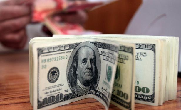 Cae el dólar en Uruguay