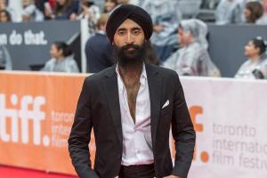 Aerolínea se disculpa con actor al que negó el abordaje por usar turbante