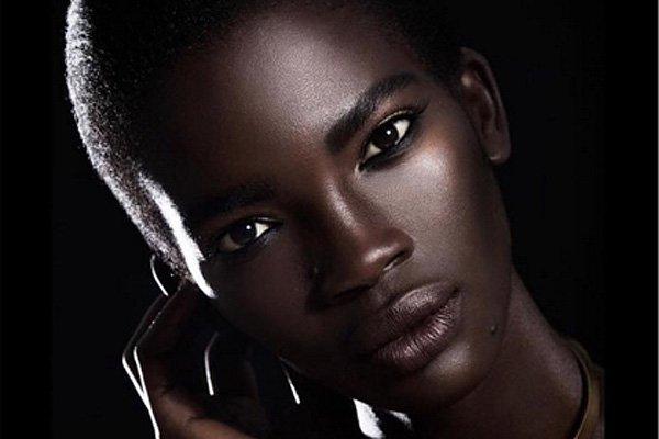 Modelo africana se enfrentó a los comentarios racistas que hacían sobre su apariencia