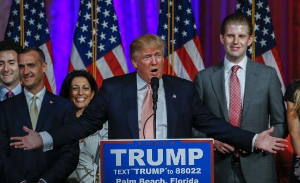 """Trump y Clinton arrasaron en el """"Supermartes"""""""