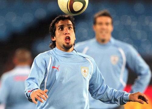 Mauricio Victorino y Diego Polenta citados por Tabárez para la selección uruguaya