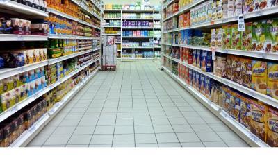Uruguayos abandonan supermercados y retornan a los almacenes de barrio
