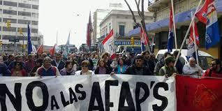 """Generación de los """"cincuentones"""" lucha a brazo partido para descolgarse de las AFAP"""