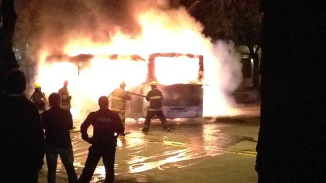 Se incendió un ómnibus de Raincoop en plena marcha en Pocitos