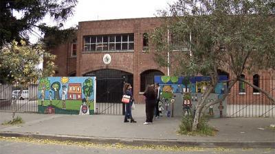 Niño de 10 años acusado de besar en la boca y manosear a compañeras de clase en La Teja