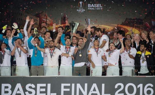 Sevilla celebró la Europa League al compás de Márama