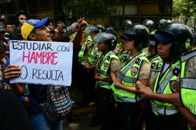 """Chavismo dice que más de 40% de firmas para revocatorio son """"fraudulentas"""""""