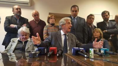 """Eliminan aumento de tercera franja del IRPF: """"No habrá impuestazo"""", dijo Vázquez"""