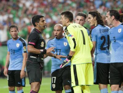 """Uruguayos débiles dejaron solo a Fernando Muslera; """"Estamos muy quejosos"""", dijeron para lavarse las manos"""
