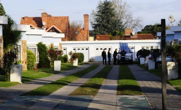 Identifican y remiten a prisión a los asesinos del hombre en residencia de Carraco