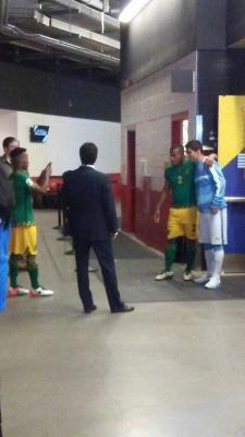 Jugadores de Jamaica fueron al vestuario celeste a sacarse fotos con Suárez