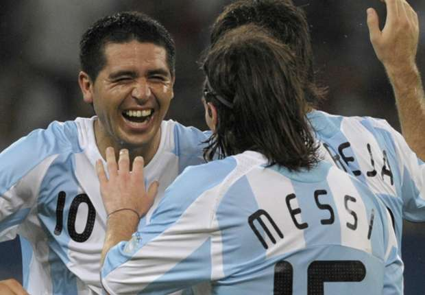 """Juan Román Riquelme: """"Messi es el jugador más dañino que hay en el fútbol"""""""