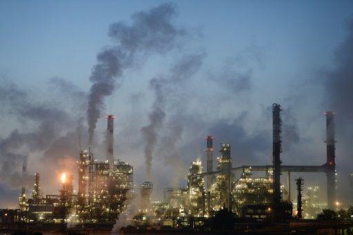 El petróleo se desploma por la incertidumbre macroeconómica