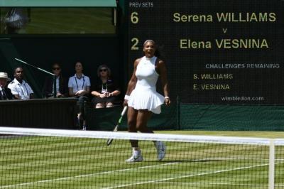 Serena Williams chocará con Kerber en la final de Wimbledon, su hermana Venus eliminada