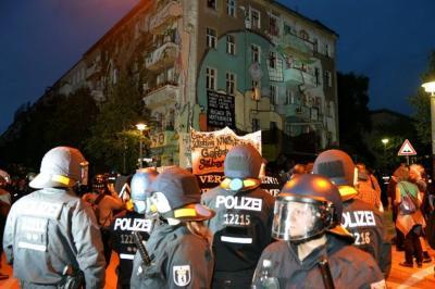 Violentas protestas en Berlín contra el desalojo de una casa okupa deja más de 100 heridos