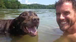 """Su perro tiene cáncer y él lo llevó a unas vacaciones de """"despedida"""""""