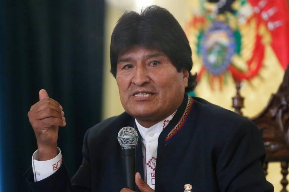 Evo Morales tilda de neocolonial y racista a Vargas Llosa