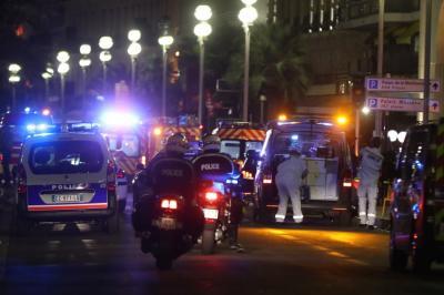 """Hollande: """"50 personas están entre la vida y la muerte"""""""
