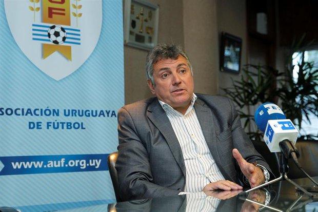 Bonomi dijo policías no, la AUF se asustó y no habrá Campeonato Uruguayo