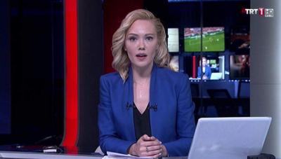 Periodista turca, rodeada por fusiles, anunció en vivo que su canal fue tomado por militares