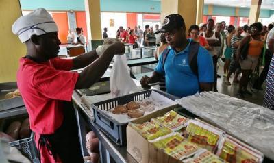 El primer año de restablecimiento diplomático con EEUU no mejora economía cubana