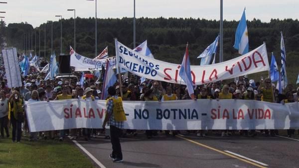 Gobierno uruguayo defiende a capa y espada nueva planta ante amenaza de ambientalistas argentinos