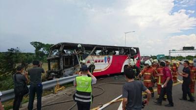 26 muertos al incendiarse autobús de turistas chinos en Taiwán