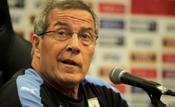 Tabárez habla sobre su enfermedad y dice que no le impide dirigir a la selección