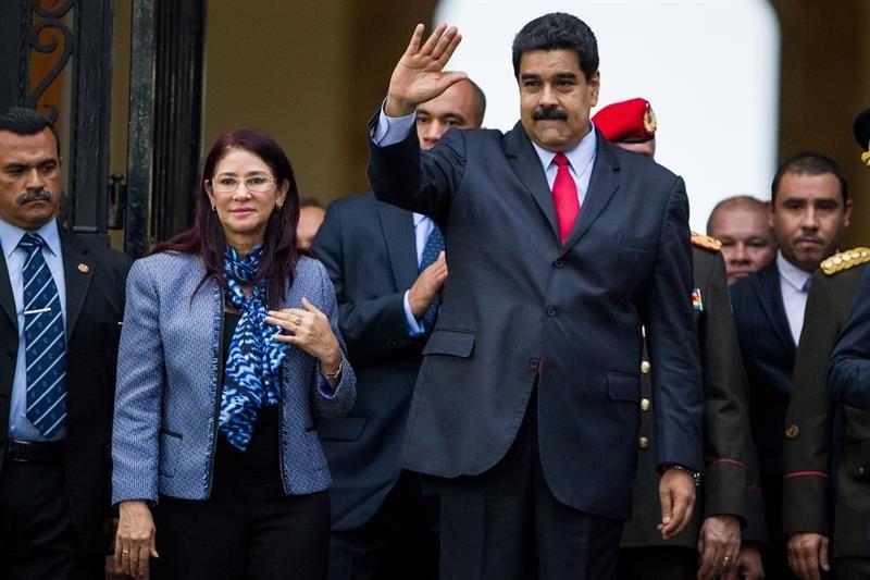 Maduro acude al funeral y lamenta la muerte del hermano de Hugo Chávez