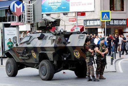 La purga de Erdogan se amplía a más de 50.000 personas tras intento de golpe