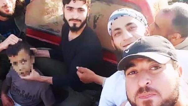 Rebeldes sirios difunden video donde decapitan a un niño de 12 años