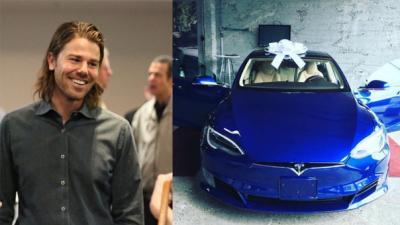 """Sube el sueldo a sus empleados y ellos le regalaron """"el auto de sus sueños"""""""