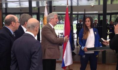 Atletas olímpicos de Uruguay recibieron el pabellón nacional