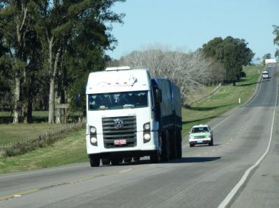 Brasil frena ingreso y detiene camiones uruguayos