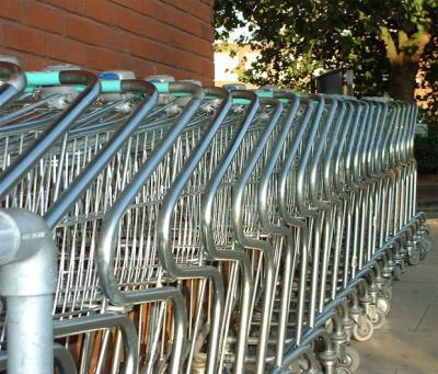 6 procesados por llenar el carrito del supermercado y no pagar en Las Piedras