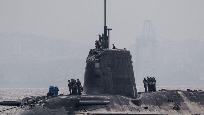 Submarino nuclear británico choca con buque mercante frente a Gibraltar