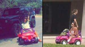 Una joven va a la universidad en Jeep de Barbie tras perder su licencia