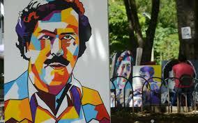 Pablo Escobar revive en óleos en un parque en Medellín