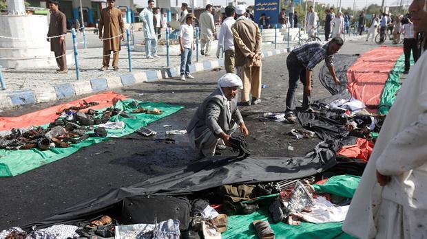 Estado Islámico reivindica doble atentado suicida en Kabul que dejó 61 muertos y 207 heridos