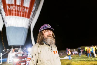 Ruso de 65 años rompe récord mundial: Dio la vuelta al mundo en globo en 11 días